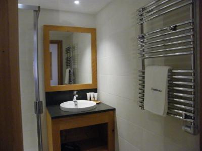 Holiday in mountain resort 5 room triplex chalet 8 people (Landenoire) - Le Hameau de Caseblanche - Saint Martin de Belleville - Wash-hand basin