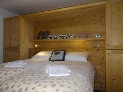 Holiday in mountain resort 5 room triplex chalet 8 people (Pomme de Pin) - Le Hameau de Caseblanche - Saint Martin de Belleville - Bedroom
