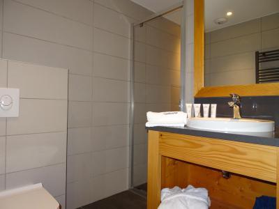 Holiday in mountain resort 6 room triplex chalet 12 people (Ibis Viperae) - Le Hameau de Caseblanche - Saint Martin de Belleville - Shower