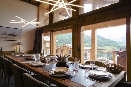 Holiday in mountain resort 8 room quadriplex chalet 16 people (Becca) - Le Hameau de Caseblanche - Saint Martin de Belleville - Table
