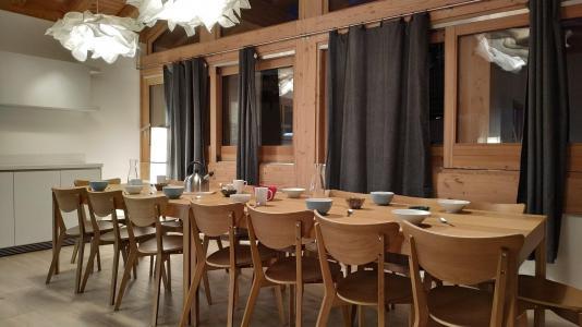 Holiday in mountain resort 8 room triplex chalet 16 people (Litote) - Le Hameau de Caseblanche - Saint Martin de Belleville - Table