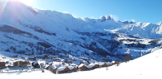 Location Albiez Montrond : Le Hameau des Aiguilles hiver