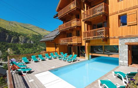Vacances en montagne Le Hameau et les Chalets de la Vallée d'Or - Valloire - Extérieur été