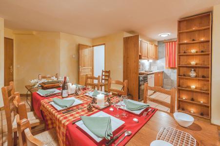 Holiday in mountain resort Les Balcons de Belle Plagne - La Plagne - Table