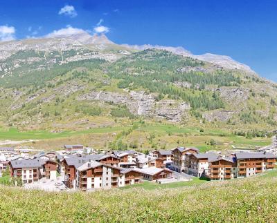 Location au ski Les Balcons De Val Cenis Village - Val Cenis - Extérieur été