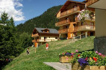 Location au ski Les Chalets D'arrondaz - Valfréjus - Extérieur été