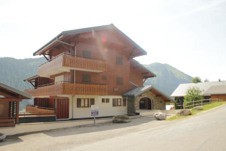 Location au ski Les Chalets de Barbessine - Châtel - Extérieur été