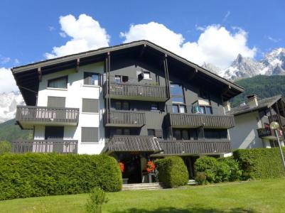Location au ski Les Chalets de Champraz - Chamonix - Extérieur été