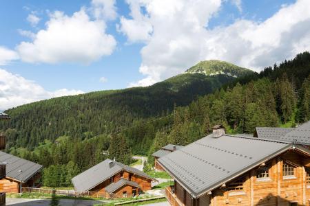Аренда на лыжном курорте Les Chalets de Crête Côte Village - La Plagne - летом под открытым небом