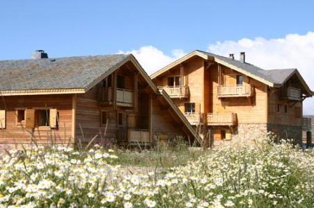 Location au ski Les Chalets De L'altiport - Alpe d'Huez - Extérieur été
