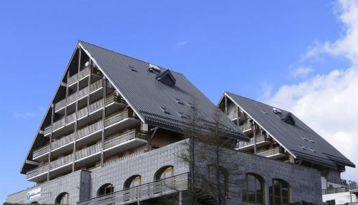 Rent in ski resort Les Chalets de Super-Besse - Super Besse - Summer outside