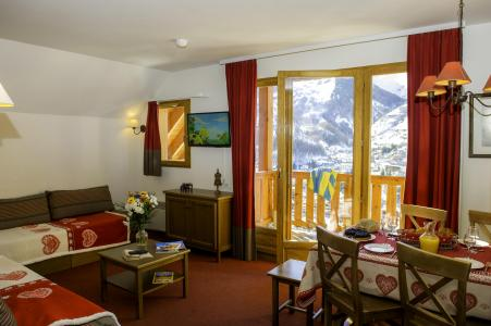 Holiday in mountain resort Les Chalets de Valoria - Valloire - Living room