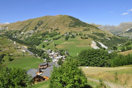 Vacances en montagne Les Chalets des Ecourts - Saint Jean d'Arves - Extérieur été