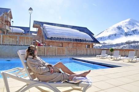 Vacances en montagne Les Chalets des Ecourts - Saint Jean d'Arves - Piscine