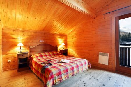 Vacances en montagne Les Chalets du Bois de Champelle - Morillon - Chambre mansardée