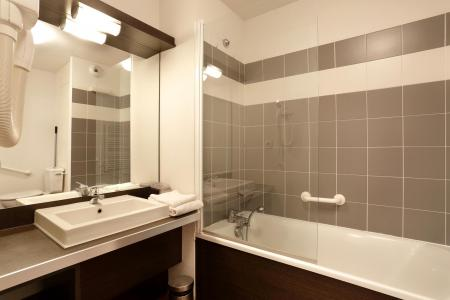 Holiday in mountain resort Les Chalets du Verdon - Val d'Allos - Bathroom