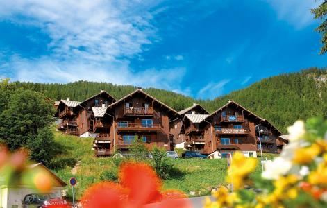 Location au ski Les Chalets Puy Saint Vincent - Puy-Saint-Vincent - Extérieur été