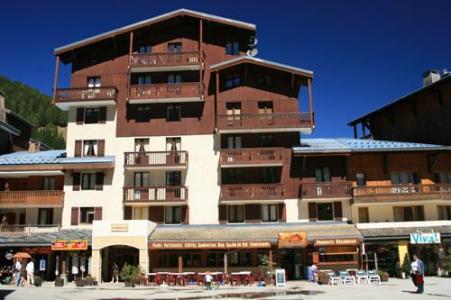 Location au ski Les Residences - Valfréjus - Extérieur été