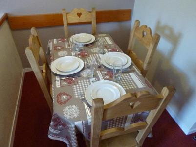 Holiday in mountain resort 2 room apartment 4 people (4F) - Les Temples du Soleil Nazca - Val Thorens - Table