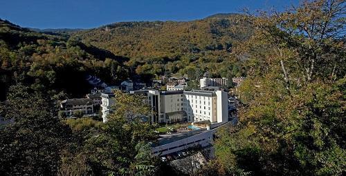 Location au ski Mercure Brides Les Bains Grand Hotel Des Thermes - Brides Les Bains - Extérieur été
