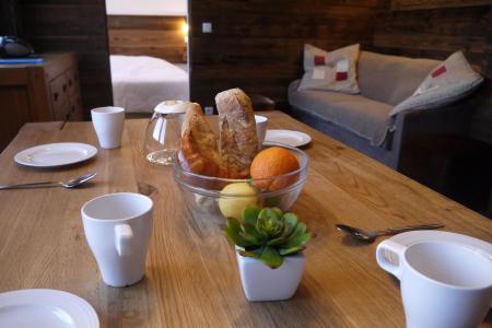 Vacances en montagne Appartement 2 pièces 4 personnes (031) - Résidence Cembros - Méribel-Mottaret - Table