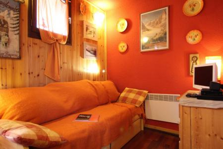 Holiday in mountain resort 2 room apartment 4 people (CST24) - Résidence Central Station - Montgenèvre - Bed-settee