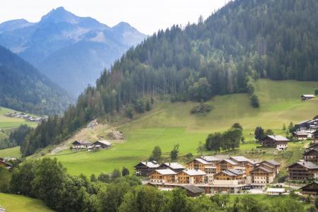 Rent in ski resort Résidence Club MMV La Clé des Cîmes - Arêches-Beaufort - Summer outside