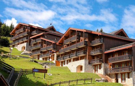 Vacances en montagne Résidence des Brigues - Courchevel - Extérieur été