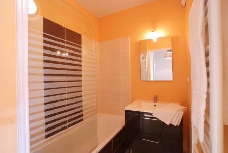 Holiday in mountain resort Résidence Domaine de la Vallée d'Ax - Ax-Les-Thermes - Bathroom