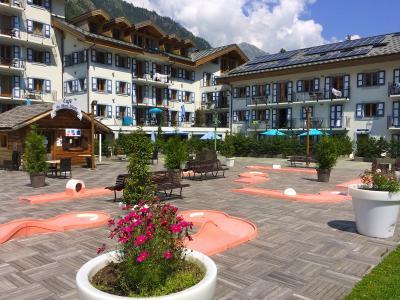 Vacances en montagne Résidence et Spa Vallorcine Mont Blanc - Vallorcine - Extérieur été