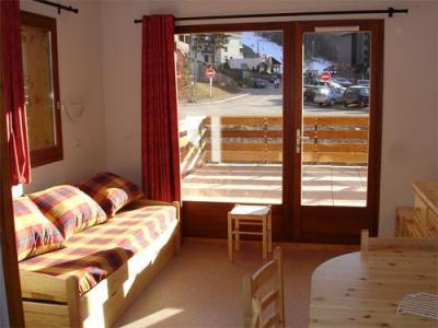 Vacances en montagne Appartement 2 pièces 6 personnes - Résidence Horizon Blanc - La Joue du Loup - Porte-fenêtre donnant sur balcon