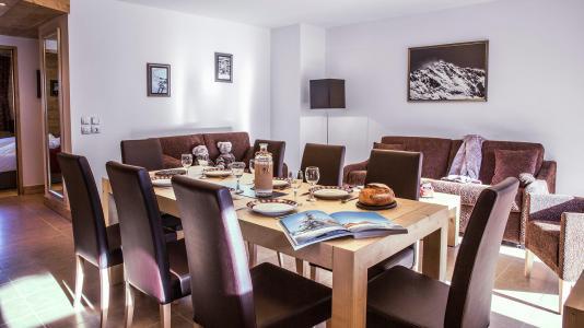Urlaub in den Bergen Résidence la Grange Aux Fées - Valmorel - Tisch