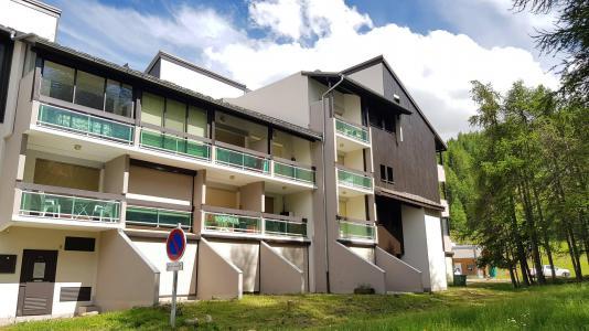 Rent in ski resort Studio sleeping corner 4 people (20) - Résidence La Lauzière - La Joue du Loup - Summer outside