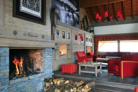 Vacances en montagne Résidence Lagrange l'Ecrin des Sybelles - La Toussuire - Cheminée