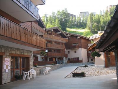 Vacances en montagne Résidence Lagrange les Chalets d'Edelweiss - La Plagne - Extérieur été