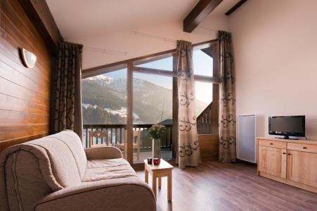 Vacances en montagne Résidence Lagrange les Chalets du Mont Blanc - Les Saisies - Porte-fenêtre donnant sur balcon