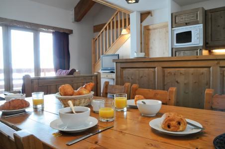 Vacances en montagne Résidence Lagrange les Hauts de Comborcière - La Toussuire - Table