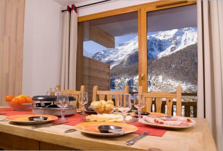 Vacances en montagne Résidence le Balcon des Airelles - Les Orres - Coin repas