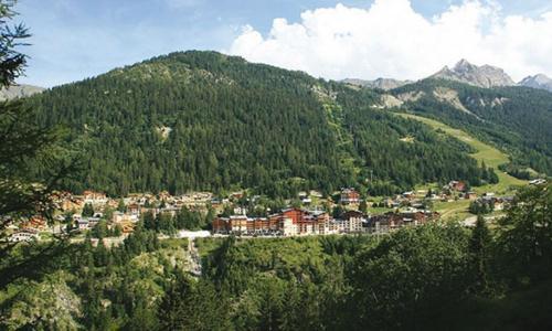 Location au ski Residence Le Cheval Blanc - Valfréjus - Extérieur été