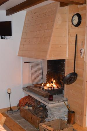 Vacances en montagne Appartement 3 pièces mezzanine 6 personnes - Résidence le Dahu - Champagny-en-Vanoise - Cheminée