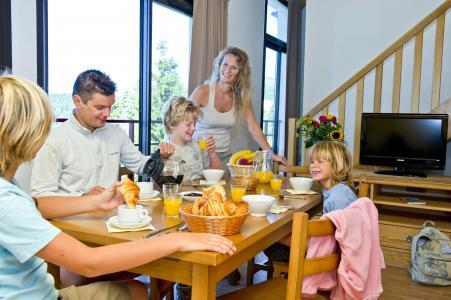 Holiday in mountain resort Résidence le Domaine de Castella - Font Romeu - Dining area