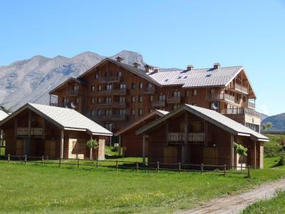 Vacances en montagne Résidence le Hameau du Puy - Superdévoluy - Extérieur été