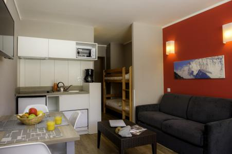 Holiday in mountain resort Résidence le New Chastillon - Isola 2000 - Open-plan kitchen