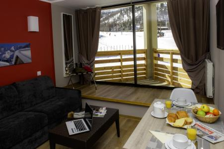 Holiday in mountain resort Résidence le New Chastillon - Isola 2000 - Settee