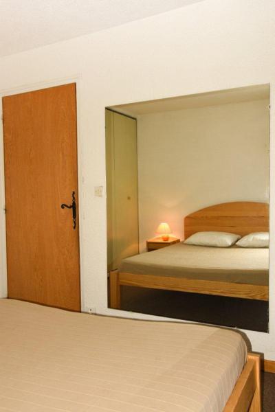 Holiday in mountain resort 2 room apartment sleeping corner 6 people (B17) - Résidence le Praya - Montgenèvre - Bedroom