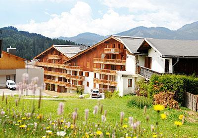 Location au ski Residence Le Village - Notre Dame de Bellecombe - Extérieur été
