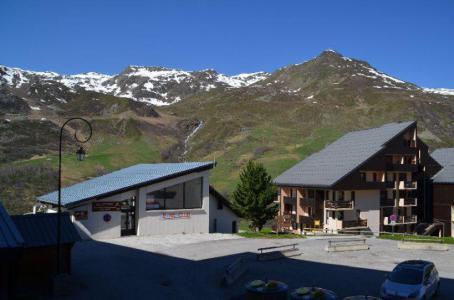 Location au ski Studio cabine 4 personnes (106) - Residence Le Villaret - Les Menuires - Extérieur été
