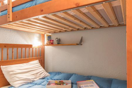 Holiday in mountain resort Studio sleeping corner 4 people (FULVIO) - Résidence les Alpets - Montgenèvre - Bed