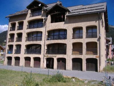 Location au ski Residence Les Bardeaux - Montgenèvre - Extérieur été