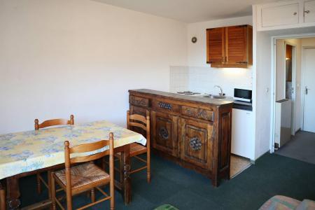 Holiday in mountain resort Studio sleeping corner 4 people (028) - Résidence les Carlines - Les Orres - Bed-settee